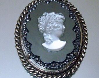 Krone Trifari Halskette Cameo Schwarzglas signierte ungewöhnliche Vintage