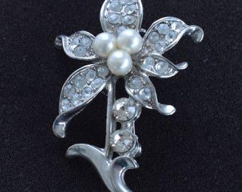 Faux Pearl, Rhinestone Floral Brooch, Pin,Silver tone, Vintage (AJ11)