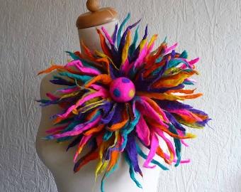 Gefilzte Brosche Anstecker Pin, handmade, Gefilzte wolle Blume, Lagenlook, handgemacht, Schultertuch, Regenbogenfarben, rot, orange, blau, große, MADE TO ORDER