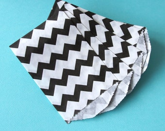 """25 Small Black Chevron Paper Treat Bags or Favor Bags . 2.75"""" x 4"""""""