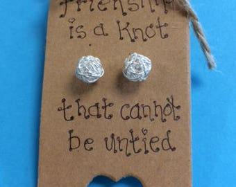 Friendship is a knot that cannot be untied