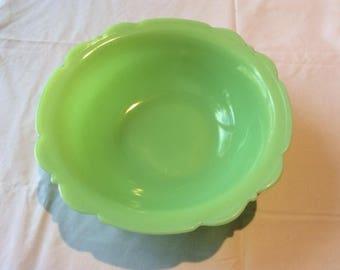 McKee Jadeite Scalloped Berry Bowl in Skokie Green