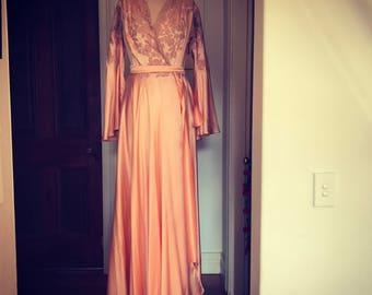 Superb vintage 1930s peach silk and ecru lace hand-stitched Parisian robe