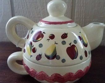 Apple individual teapot with cup