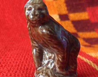 Wade England Red Rose Gorilla Figurine