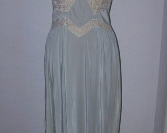 ON SALE VINTAGE 40's Lingerie Elysee 54 Nightgown/Negligee Lace Trimmed Great Flow Boudoir