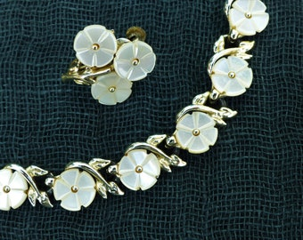 JEWELCRAFT - 1960s Demi-Parure - Pale Goldtone and Mother-of-Pearl Flower Necklace and Matching Clip-on Earrings