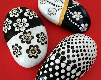 Set of 3 black and white rocks