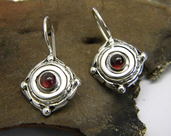 Small silver earrings, garnet stone, short dangle engraved, oxidized antique style, January birthstone, rustic earrings, gift for her