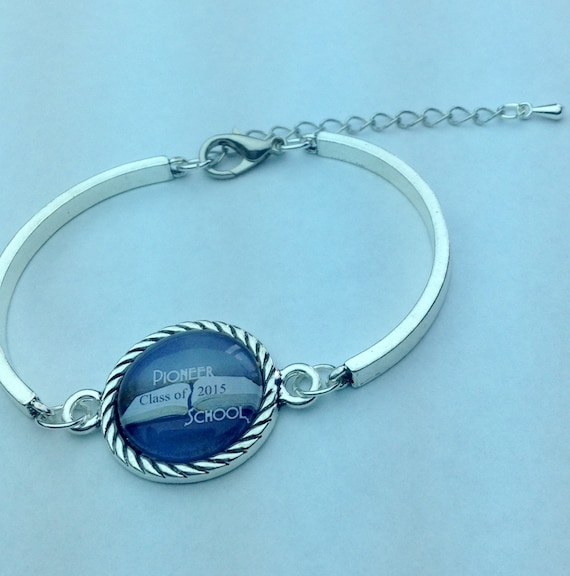 JW Pioneer School Class of 2017, 2016 or 2015 Bracelet .   English or Spanish, Silver-tone setting.  Blue velvet gift pouch included. #1