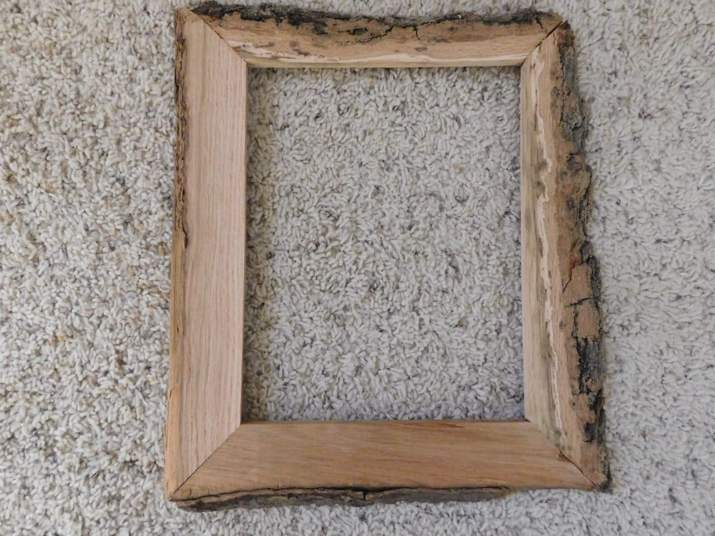 Roble de 8 x 10 con corteza sin terminar fuera de marco
