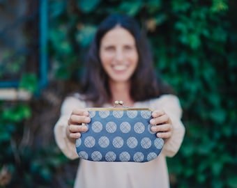 grey kisslock clutch purse. kisslock purse. clutch purse. dots. grey
