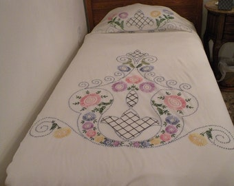 Vintage Floral Embroidery Bedspread