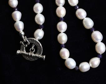 Pearl Necklace with Sapphire Beads and 925 Sterling Hammered Toggle Clasp