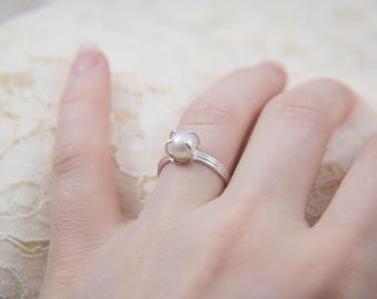 White Pearl Solitaire Ring, Set in Sterling Silver, Size 5