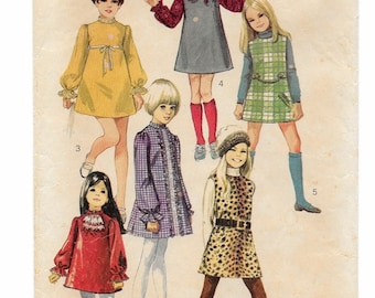 "A Sleeveless/Long Sleeve, A-Line Dress/Jumper with Trim & Collar Variations and Scarf Pattern for Girls: Size 7 Breast 26"" • Simplicity 8373"