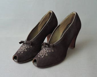 Vintage Peep Toe Shoes Size 6-1/2 B, 1930s Brown Suede Pumps with bows