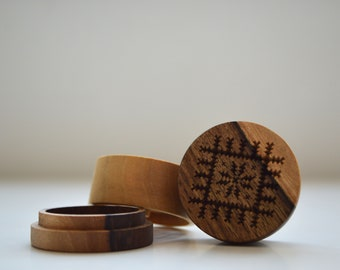 Wood Grinder - Sun Of Spring made of Walnut Wood
