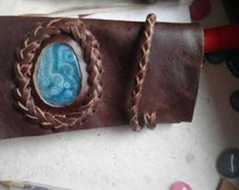 Tobacco pouch with light blue agate