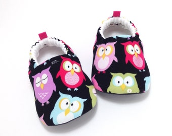 Owl Baby Shoes, Soft Sole Baby Shoes, Baby Booties, Baby Shower Gift, Toddler slippers, Black baby shoes, baby shoes girl, baby moccasins