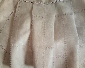 Pleated waist 38