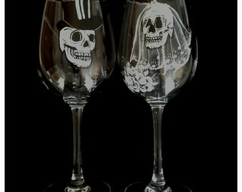 Hand painted wedding glasses with skulls, hand painted wine glasses, hand painted skull wedding glasses, goth wedding glasses, custom glass