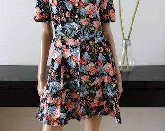 Vintage floral/black dress size M