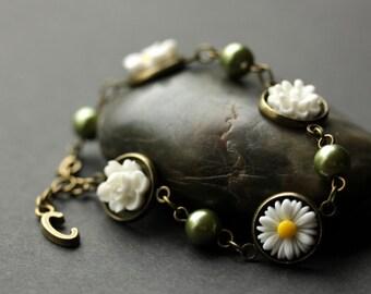 Green and White Flower Bracelet with Personalized Charm. White Flower and Olive Green Pearl Bracelet in Bronze. Handmade Bracelet.
