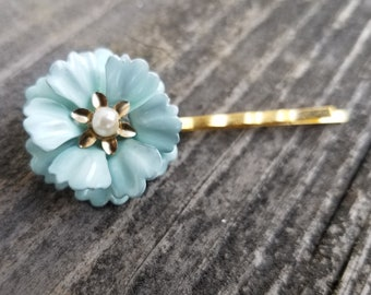 Small Seafoam Green Metal Flower Hair Pin Mint Enamel Flower Bobby Pin Mint and Gold Bridesmaid Mint Bridal Hair Wedding Green Barette ACC25