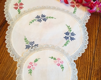 Doilies Set of Three Round Floral Embroidered Linen Doilies Lace Trim Vintage