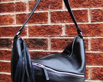 Black leather shoulder bag with Pleated bottom and tassel
