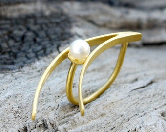Gold geometric ring with freshwater pearl - Statement ring - Geometric jewelry - 24K Gold plated brass ring