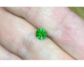 Demantoid 0,68 ct., D-5,3mm