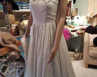 1950s wedding or prom dress