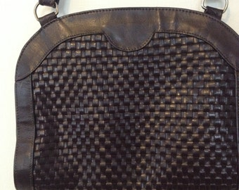 Vintage/brown/leather/woven/purse/shoulder bag/1970s/boho chic/preppy/fashionista