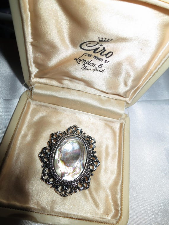 Lovely vintage silvertone abalone paua shell brooch or pendant