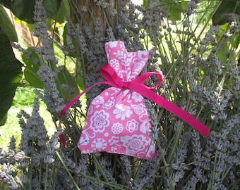 sachet bag, pink and white fill mothers