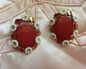 "Vintage 40's ""OVAL RED EARRINGS""  Clip Ons in a Celluloid Daisies Outer Circle with Red Enamel Leaves"