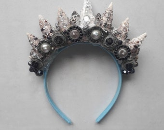 Black and white fossil shell Mermaid Crown