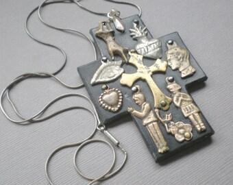 Milagro cuir bénédiction de croix. Gypsy Ex Voto collier cadeau.  Art populaire mexicain. Mariage cadeau de mariage. Anniversaire. Motard. Mexique Pérou