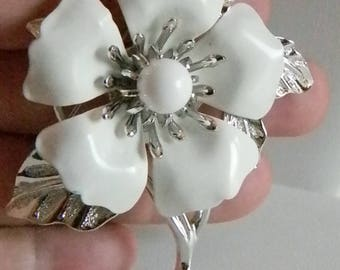 Large Sarah Coventry White Enamel Floral Pin Brooch