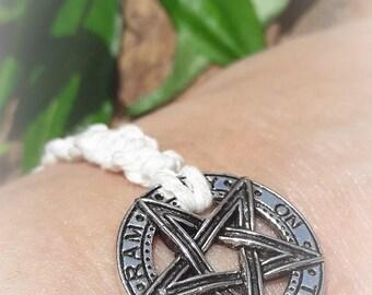 Knotted Tetragrammaton