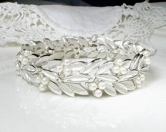 Designer TRIFARI Pearl Bridal Bracelet,Vintage Modern Wedding Rhinestone White Ivory Pearl Bracelet, Silver Leaf Link Statement 1950 Jewelry