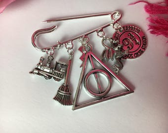 Harry Potter themed brooch ~ Quirky kilt pin ~ Silver plated ~ Unusual gift ~ Deathly hallows, Dumbledore, Gryffindor, Wizadry x