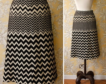 vintage 1970s chevron skirt <> 70s black and white zig zag skirt <> vintage French couture knit skirt