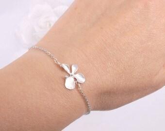 Mat argent orchidée et bracelet de perles d'eau douce