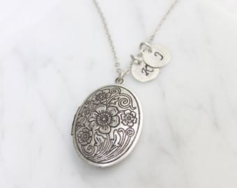 Personalized Vintage style Oval Locket, Silver locket Initial Necklace,Silver oval locket, Personalized Initial Disc  - S2065-3