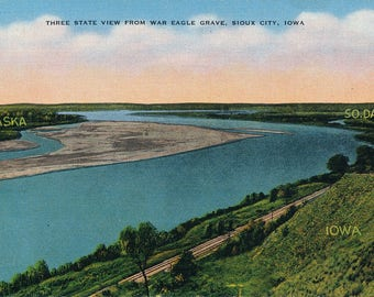 3 State View From War Eagle Grave, SIOUX CITY, IOWA. Linen Type Postcard, posted 1950. Vintage, Collectable, Genuine.