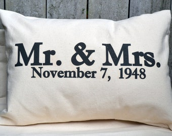 Wedding date, Personalized gift, anniversary gift, 2nd anniversary, wedding gift, Valentine gift idea, Mr & Mrs. pillow, cotton anniversary