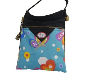 Shoulder bag in natural cotton, light and spacious, with two compartments. Zippers. Butterfly model.